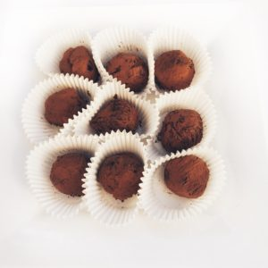 Classic dark chocolate truffles (10pc)